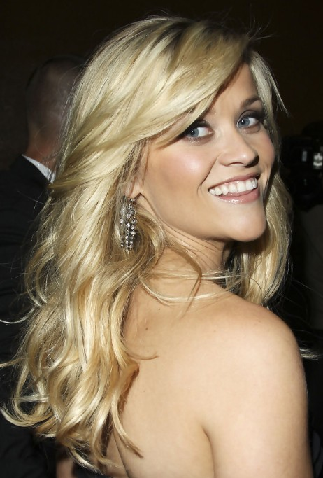 "Blonde curly hairstyle with side-swept bangs ""width ="" 480"
