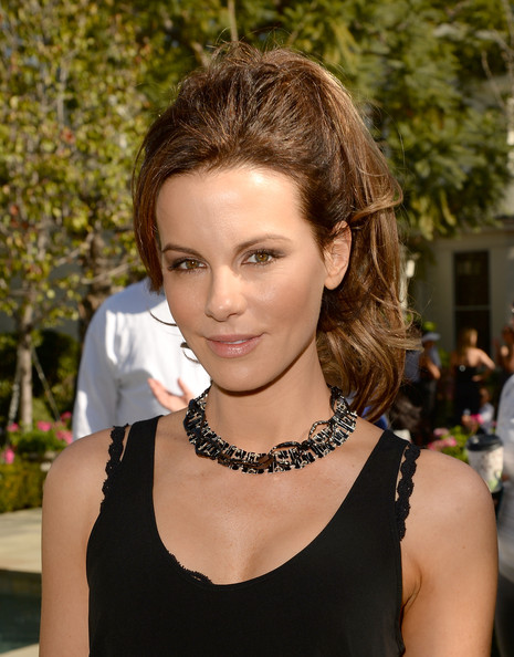 Chic hairstyles for elegant women: Kate Beckinsale ponytail