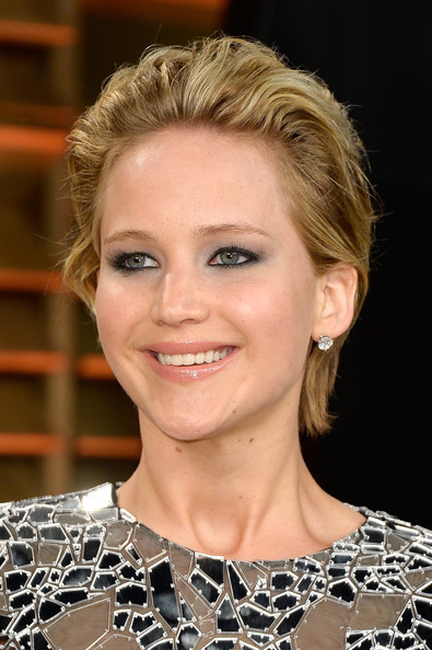 Chic hairstyles for elegant women: Jennifer Lawrence Messy Cut