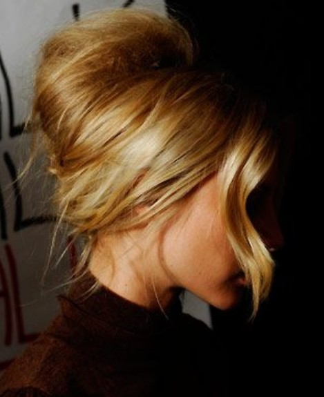 Beehive hair with side part