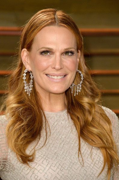 Best hairstyles for super mothers: Molly Sims Long Wavy Cut