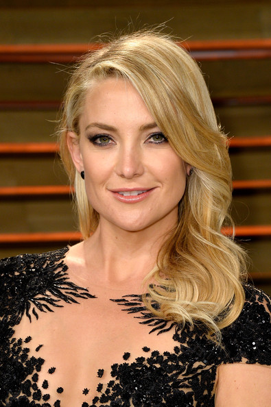 Best hairstyles for super mothers: Kate Hudson Medium Wavy Cut