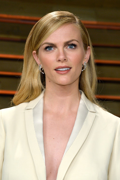 Best hairstyles for super mothers: Brooklyn Decker Long Side Part