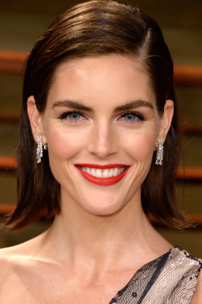 Best hairstyles for super mothers: Hilary Rhoda Short Side Part