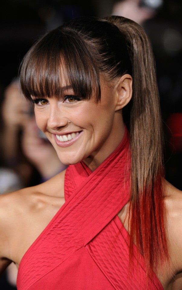18 trendy hairstyles with bangs for this season