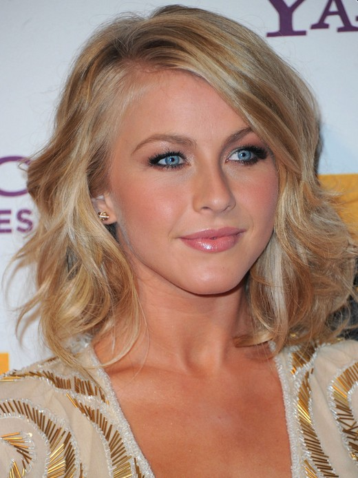 Julianne Hough Hairstyles: Pretty Waves
