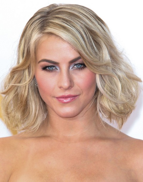 Julianne Hough Hairstyles: Bob Curled Up