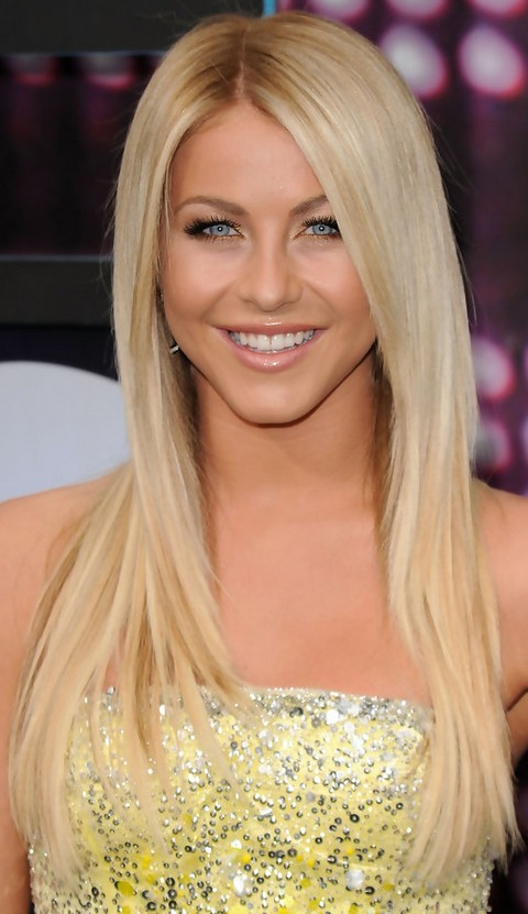 Julianne Hough Hairstyles: Middle Part Straight Haircut