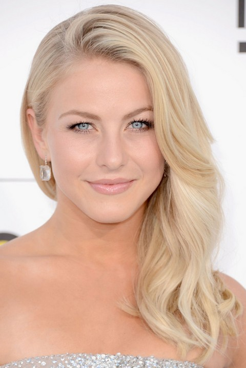 Julianne Hough Hairstyles: Blonde Curls