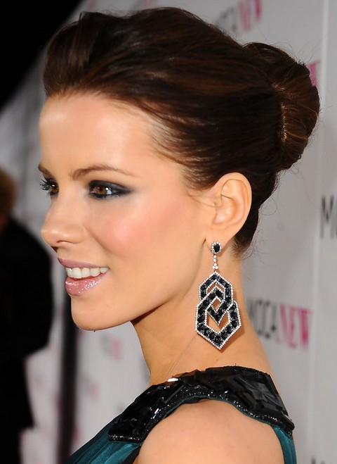 Kate Beckinsale Hairstyles: Classic Bun