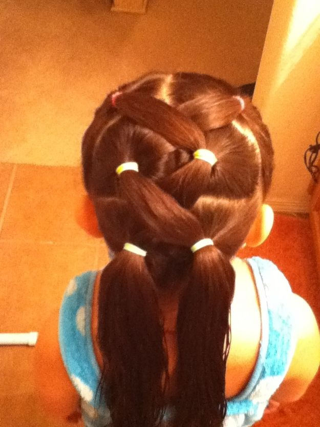 Zigzag ponytail hairstyle for little girls