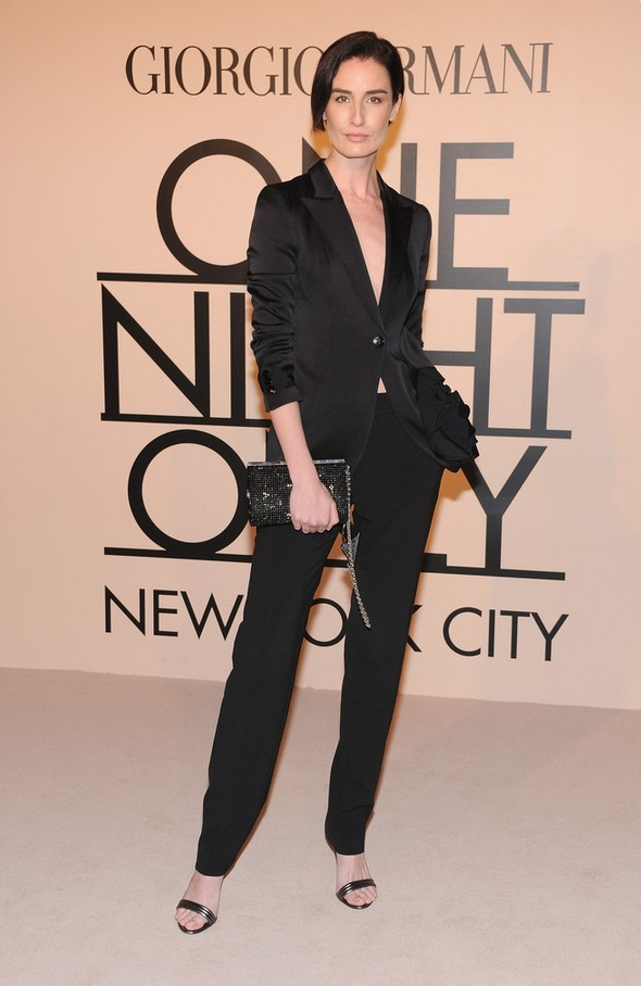 Erin O & # 39; Connor Simple black pant suit by Giorgio Armani