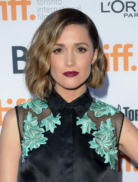 Rose Byrne Short Wavy Hairstyle