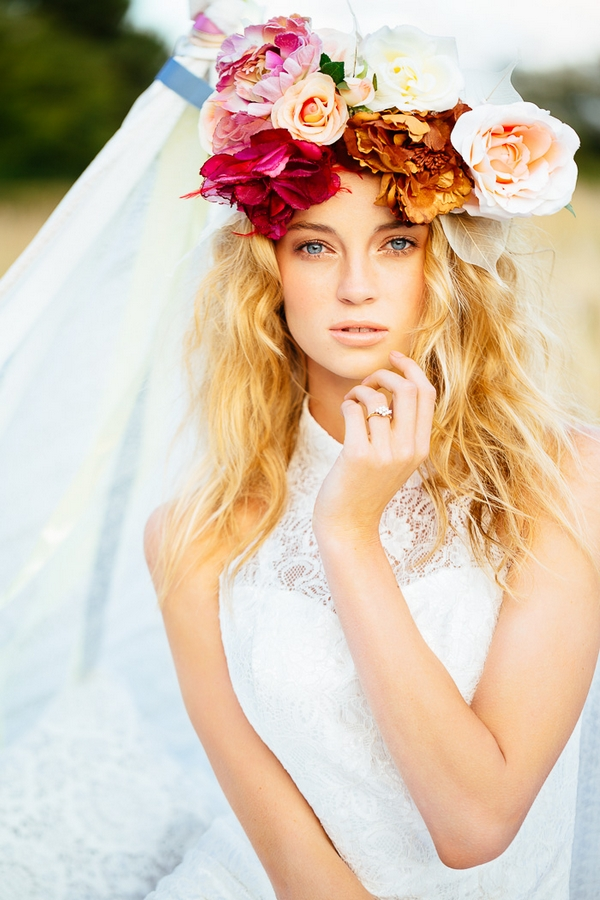 Beautiful flower crown hairstyle for wedding