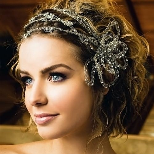 Wedding hairstyle for short curly hair