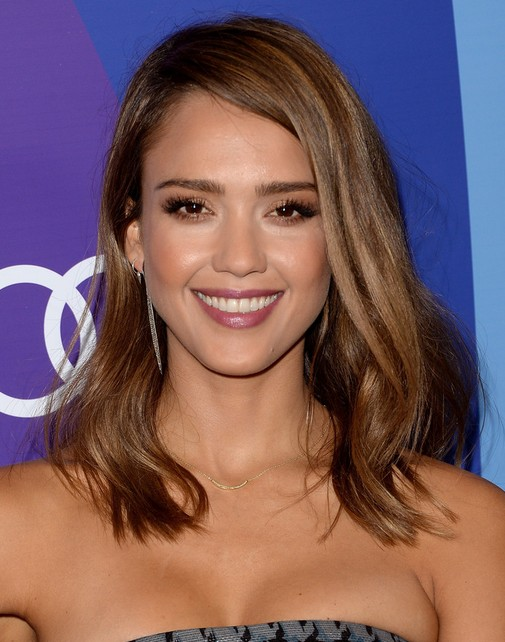 2015 Jessica Alba Medium Hairstyles: Straight Haircut and Side-swept Bangs