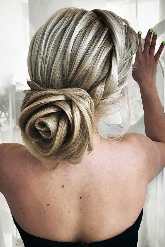 12 Amazing Updo Ideas for Women with Short Hair | Chignon hair .