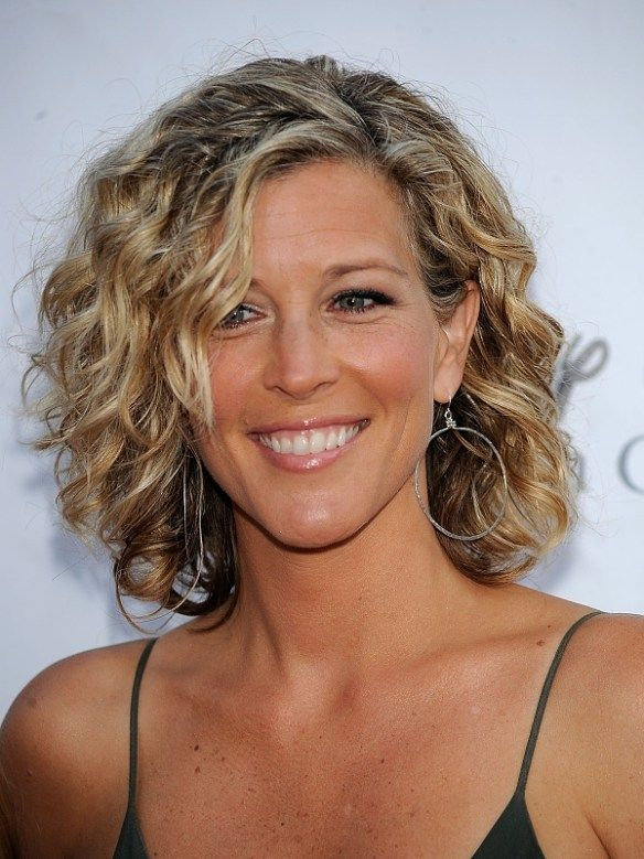 Curly Hairstyles For Women Over 50 | Medium hair styles, Fine .