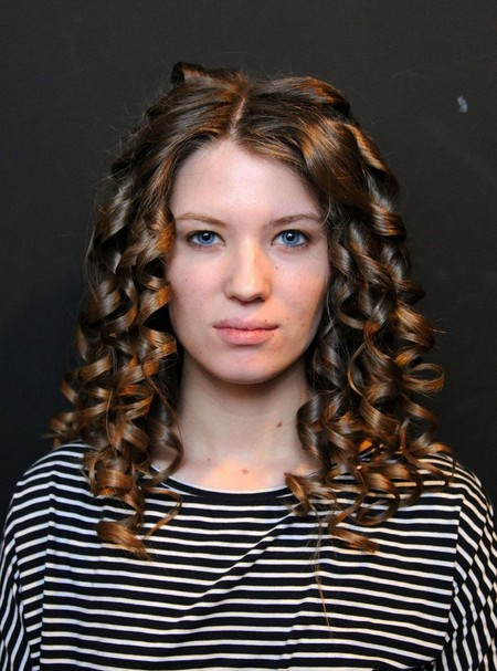 12 Awesome Curly Hairstyles for Medium Hair - Pretty Desig