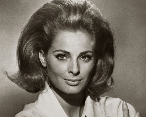 60s Hairstyles For Women's To Looks Iconically Beautiful | 60s .