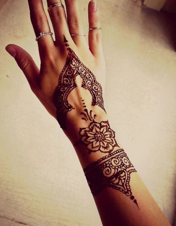 15 Beautiful Hand Tattoos for Both Men and Women | Modèles .
