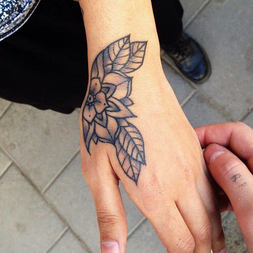 15 Beautiful Hand Tattoos for Both Men and Women | Pretty hand .