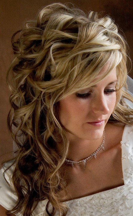 Beautiful Long Wavy Curly Hairstyle for Wedding - Hairstyles Week