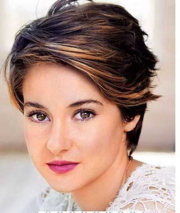 25 Beautiful Short Haircuts for Round Faces 20