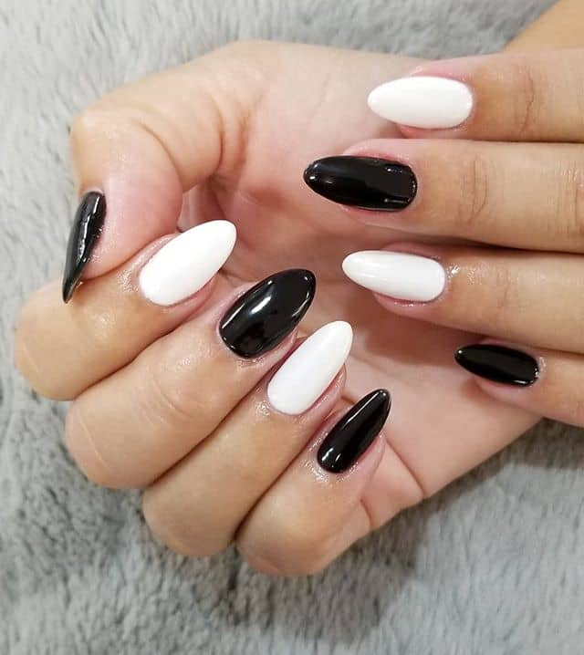 50 Stunning Black and White Nail Designs that are Easy to Create .