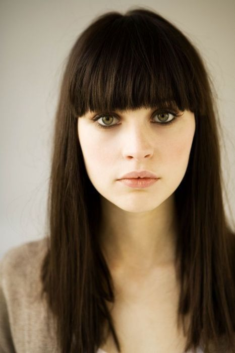 trend to try: blunt bangs | Dark hair, Bangs with medium hair .