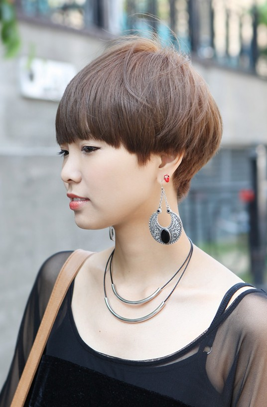 Female Boyish Short Hairstyle - Stylish Helmet Haircut for Women .