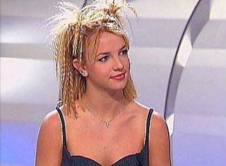 𝚛𝚘𝚜𝚎𝚢𝚙𝚎𝚊𝚌𝚑𝟼𝟼𝟼 | 90s hairstyles, Hair styles, Crimped ha