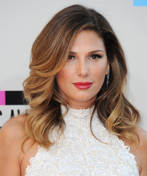 Daisy Fuentes Long Wavy Copper Brunette Hairstyle with Blonde .