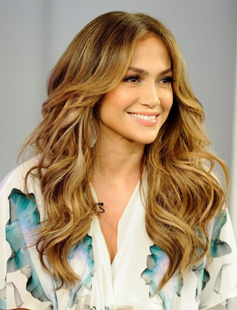 Jennifer Lopez Long Hairstyles: Center Parted Wavy Hair - PoPular .