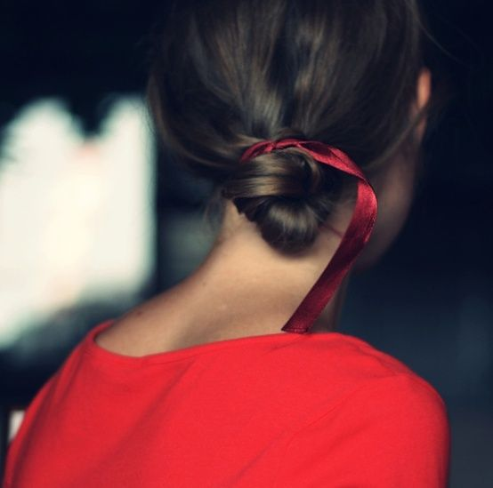 5 More Surprisingly Chic Ways to Wear a Simple Ribbon in Your Hair .