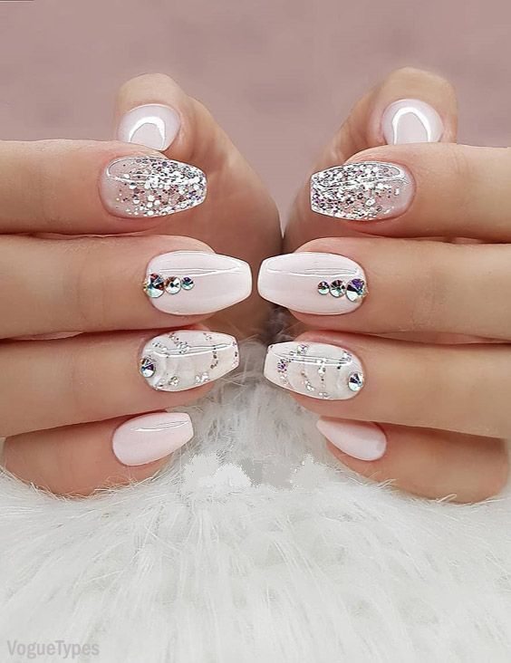 Beautiful & Cool Nail Trends for Every Superior Girls | Graduation .