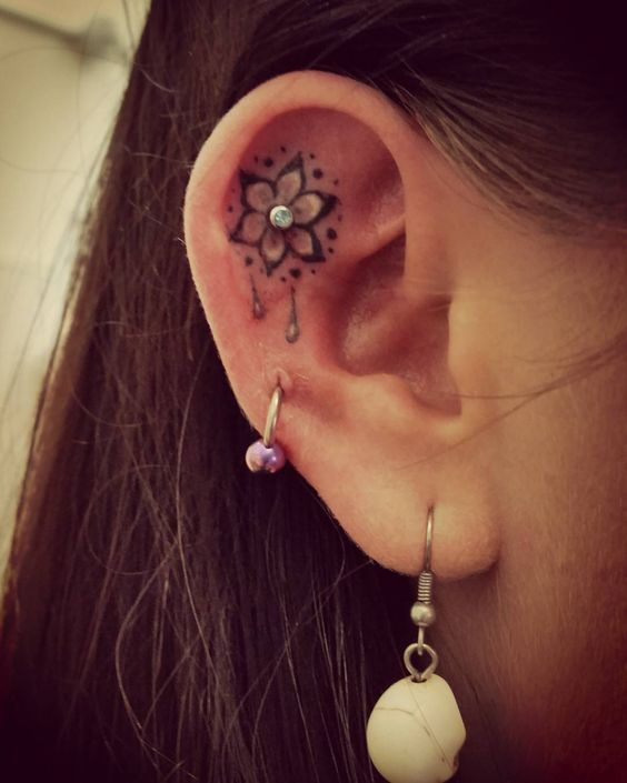 23 Tiny Ear Tattoos That Are Better Than Piercings | Ear tattoo .