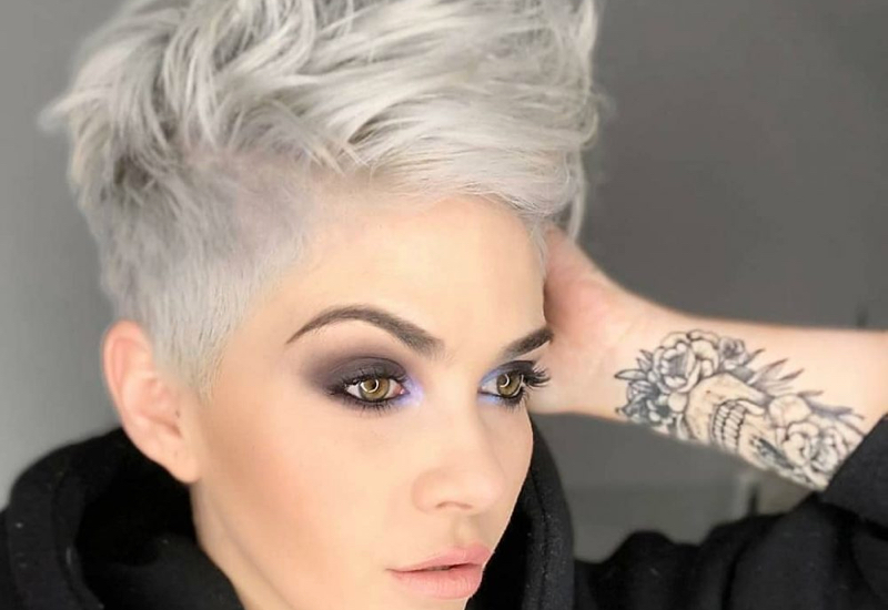 The 15 Best Short Hairstyles for Thick Hair to Be Easier to Mana
