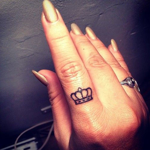 50 Fabulous Crown Tattoos You Should Not Miss (With images .