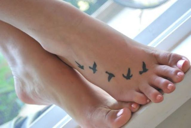27 Small And Cute Foot Tattoo Ideas For Women - Styleoholic .