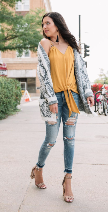 Cute fall clothes: Animal print sweaters for autumn fashion 2019 .