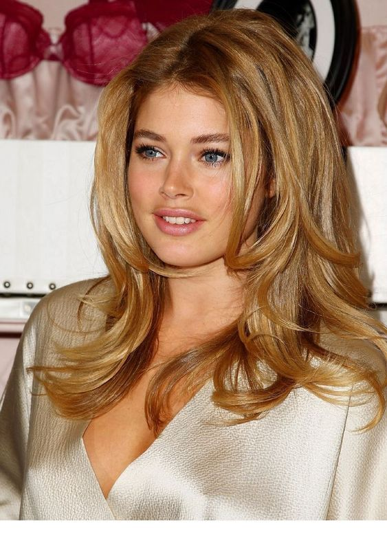 Doutzen Kroes Hairstyle | Honey blonde hair color, Blonde hair col