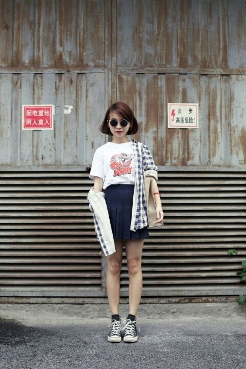 16 Fabulous Ways to Wear Sneakers | Asiatische mode, Outfit .