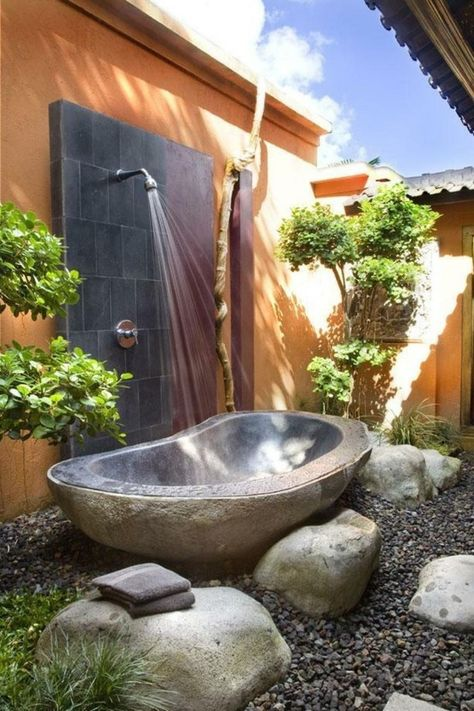 30 Cool Outdoor Showers to Spice Up Your Backyard | Outdoor tub .