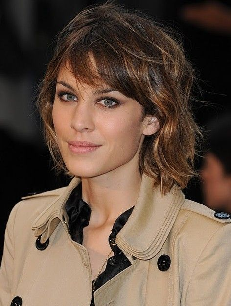15 flattering Alexa Chung hairstyles | Hairstyles with bangs .
