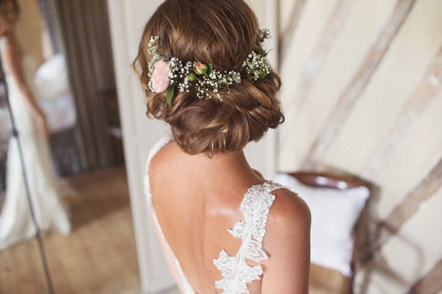 Wedding Hairstyles: 15 Fab Ways to Wear Flowers in Your Hair .