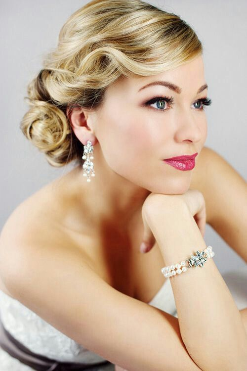 Old Hollywood Glam Updo | Glamorous wedding hair, Hollywood hair .
