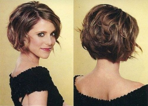 20 Feminine Short Haircuts for Wavy Hair | Chin length hair .