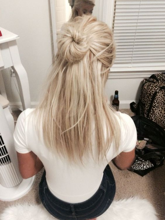 15 hairstyle ideas to inspire your half rolls   Cool blonde hair .