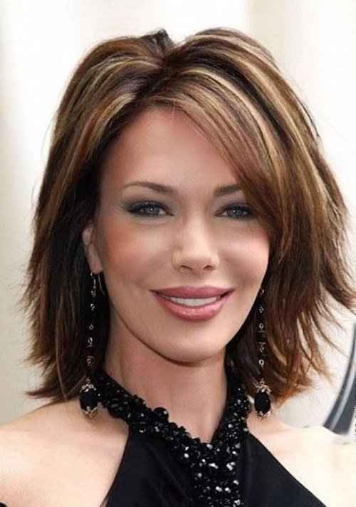 60 Unbeatable Haircuts for Women over 40 to Take on Board in 20